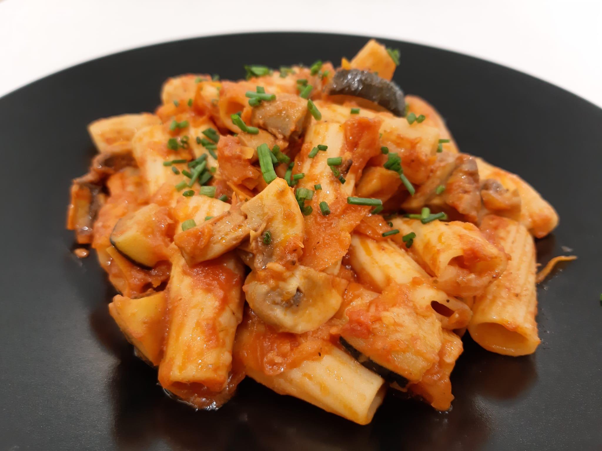 Penne a la boloñesa vegetal restaurante mediterráneo Barcelona